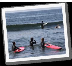 少人数制のサーフィンスクールです
